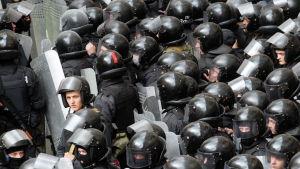 Kravallpolis på plats i Luhansk