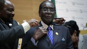 Robert Mugabe förbereder sig för att tal inför den Afrikanska Unionen.