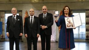 Nationella dialogkvartetten från Tunisien tar emot Nobels fredspris i Oslo 2015.