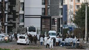Flera poliser dödades i ett bombdåd i Diyarbakir den 31 mars 2016.