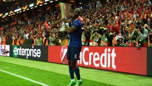 Paul Pogba med EL-pokalen