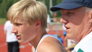 Viktor Kantele med sin tränare Lars Fagerholm
