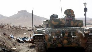 Syriska kurder utanför staden Palmyra.