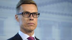 Finansminister Alexander Stubb vid en presskonferens om samhällsfördraget  i Helsingfors den 8 september.