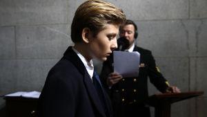 Barron Trump anländer till presidentinstallationen vid Kapitolium i Washington den 20 januari 2017.