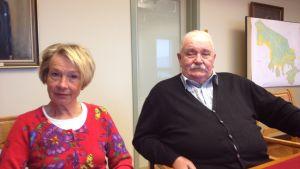 SFP:s Barbro Wikberg och SDP:s Ulf Putte Lindström i Hangö.