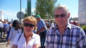 Monica och Klas Häggström säger att det bästa med karnevalen är att träffa bekanta.