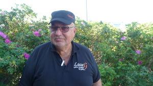 Lars Gästgivars (Sfp) vill att staten ska sluta diktera för skärgårdsborna.