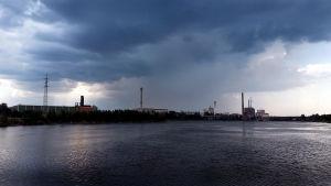 Åskväder kommer över Vasa.