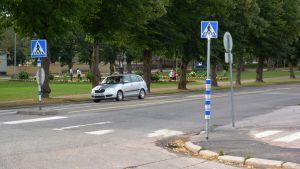 Varningslampor vid övergångsställe i Lovisa