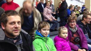 Peter, Andreas, Ida och Mikaela bor grannar till Joni Wiman