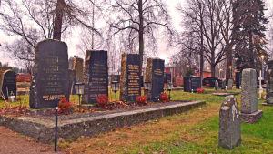 Begravningsplatsen vid Helsinge kyrka Sankt Lars.