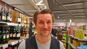 Ralf Winkler är butikschef för Alko i Hertonäs.