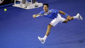 Novak Djokovic till semifinal i Melbourne.