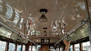 Vissa av spårvagnarna som trafikerar Milano är gamla och charmiga.