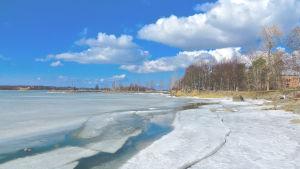 Isläget längs strandpromenaden i Vasa påskdagen 2015