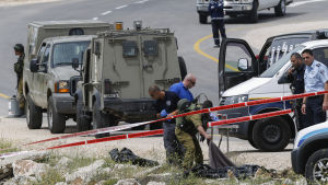 Gärningsmannens bror identifierar den döde gärningsmannen efter knivhuggning på Västbanken.