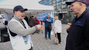 Mika Kavander deltog i jordbrukares protest på Salutorget i Åbo.