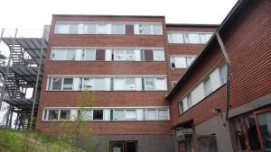 Söndrade fönster på Helenasjukhuset