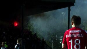 Rökbomber och facklor antändes vid matchen FC-Lahti HIFK