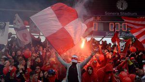 HIFK-fans under matchen mot HJK i juli