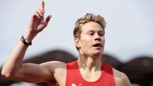 Oskari Mörö vann FM-guld på 400 meter häck.