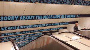 Sverigedemokraternas reklamkampanj mot tiggeri i Stockholms tunnelbana.