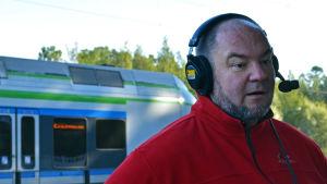 Anders Rosenqvist besöker Morgonöppet på Grankulla station.