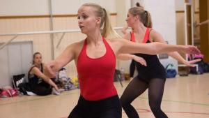 Tampereen balettiopiston tanssijoita