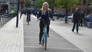 Reetta Keisänen är cykelkoordinator vid Helsingfors stad. Elielplatsen är problematisk för cyklister.