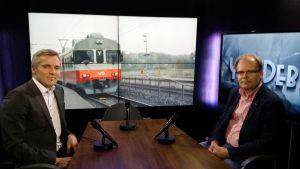 SFP-politikern Anders Adlercreutz och Mikael Nyberg från Kommunikationsministeriet.