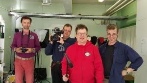 Johnny Storbacka, Anders Borg, Johan Foschell och Fredrik Knoblock medverkar i filmen Marknadskuppen