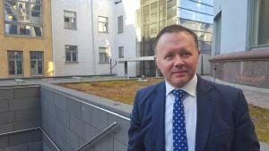 Irak-experten Gareth Stansfield fotad i Helsingfors.