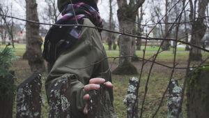 anonym kvinna i naturen