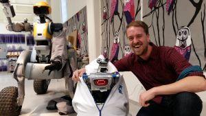 Nicholas Andersson och roboten J2B2