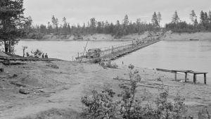 Ponttoonisilta Äyräpään kirkon kohdalla elokuussa 1941.