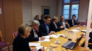 Samarbetsavtalet undertecknades av Päivi Mikkola, Kalervo Väänänen, Vesa Taatila, Mikko Hupa, Samuli Saarni och Örjan Andersson.