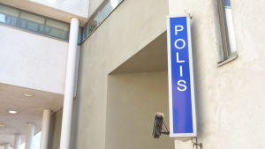 Polisskylt på polishuset i Borgå.