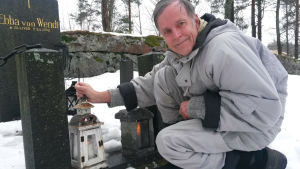 Gustaf Molander, Gustaf Molander, psykolog, geriatriker, döden, ljus, grav, lykta, Kyrkslätt, gravgård,