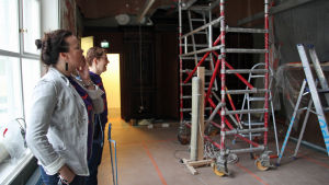 Anna Finnilä och Tove Westerbacka på Helsingfors nya stadsmuseum.