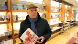 Johan Tallberg på Akademiska bokhandeln i Helsingfors.