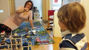 Att sköta ett företag har många likheter med att styra upp familjelivet, anser Michaela von Wendt, vd och tvåbarnsmor