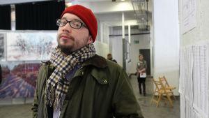 Jaakko Lindgren investerar i konst istället för i aktier.