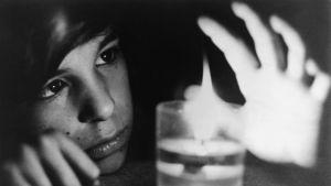 Kuva Francois Truffaut'n elokuvasta Kesytön. Kuvassa nuori Jean-Pierre Cargol.