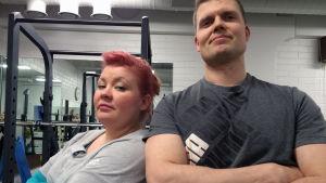 Jenny Lehtinen ja Timo Haikarainen punttisalilla