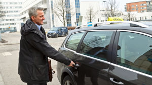 Anders Adlercreutz öppnar taxins dörr