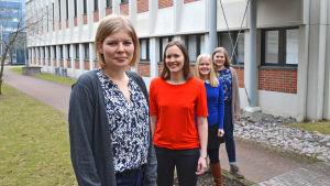 Ordförande Mia Hertsberg, Ellen Ödahl, Julia Pöysti och Ronja Nordlin poserar som kvartet.
