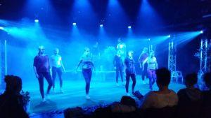 Dansstegen övas in inför Åbopremiären av Bränd.