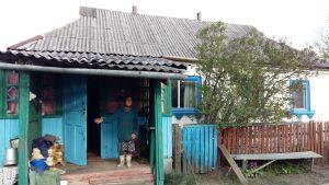 Maria Petrovna på förstukvisten i Opatjitji, i den förbjudna zonen.