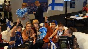 Sandhja och Akkabellas efter den första semifinalen i Eurovisionen.